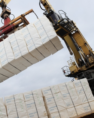 loading bales of pulp