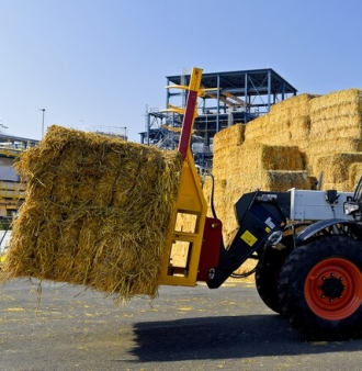 Essity loading wheat straw for pulp